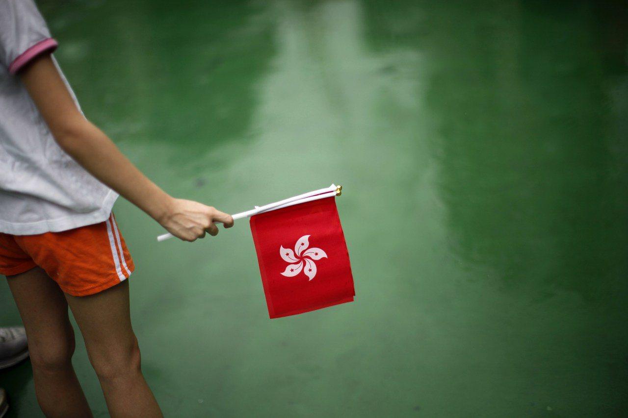 就算一带一路可以利用香港,但背后的论述都在讲香港如何服务中国利益,香港变成一个愈...