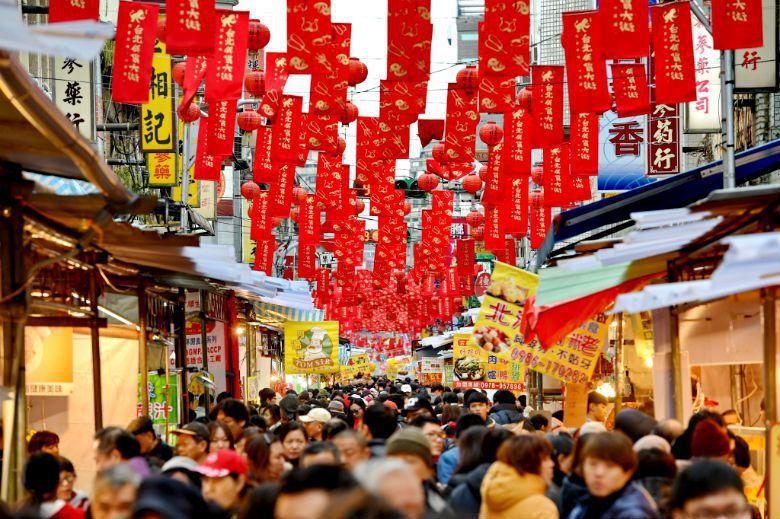 不同行動者的敘事,創造出消費之必要性,甚至賦予市場特定時刻的文化意義——比如年節...