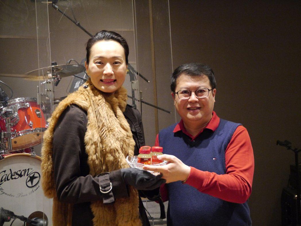 坣娜今日為1月21日在ATT 4 FUN舉辦的公益演唱會彩排。圖/門諾基金會提供