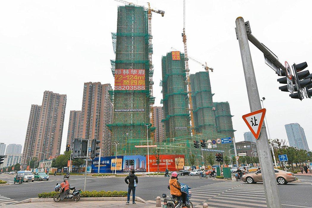 大陸房市降溫,去年12月70大城市房價顯示,福州、成都、鄭州、無錫、武漢、濟南、...