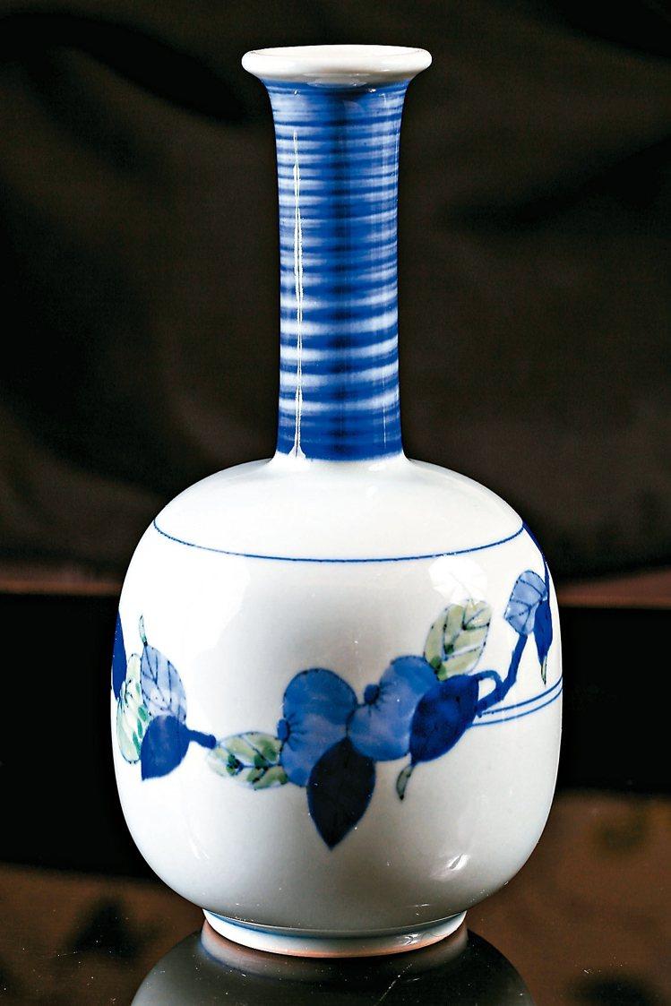 瓶頸細長的花瓶容易損壞,必須小心翼翼包好,才能平安帶回來。 圖/記者林伯東攝影