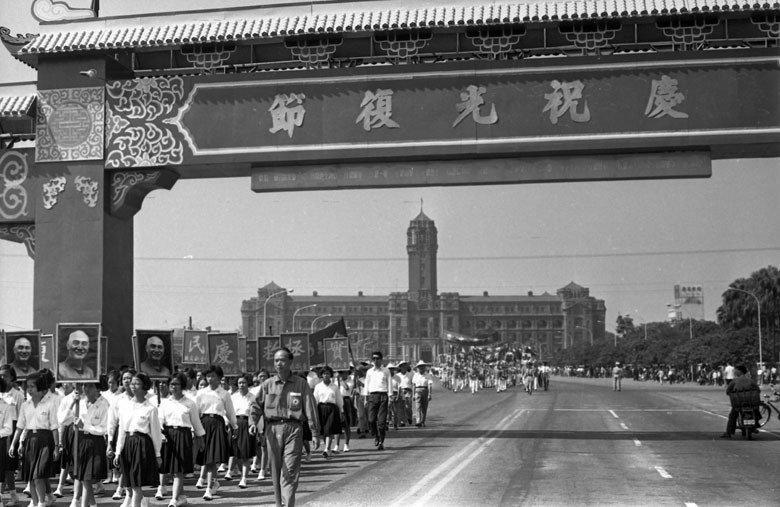 民國55年光復節,在北市中山堂前廣場舉行。 圖/聯合報系資料照片