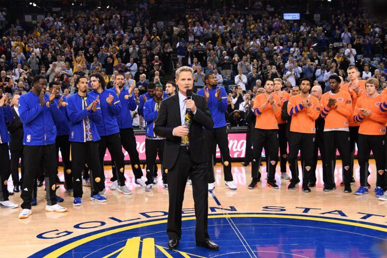 2016年12月16號NBA球場上出現了令人難忘的一幕:勇士隊的教頭柯爾帶領球員...