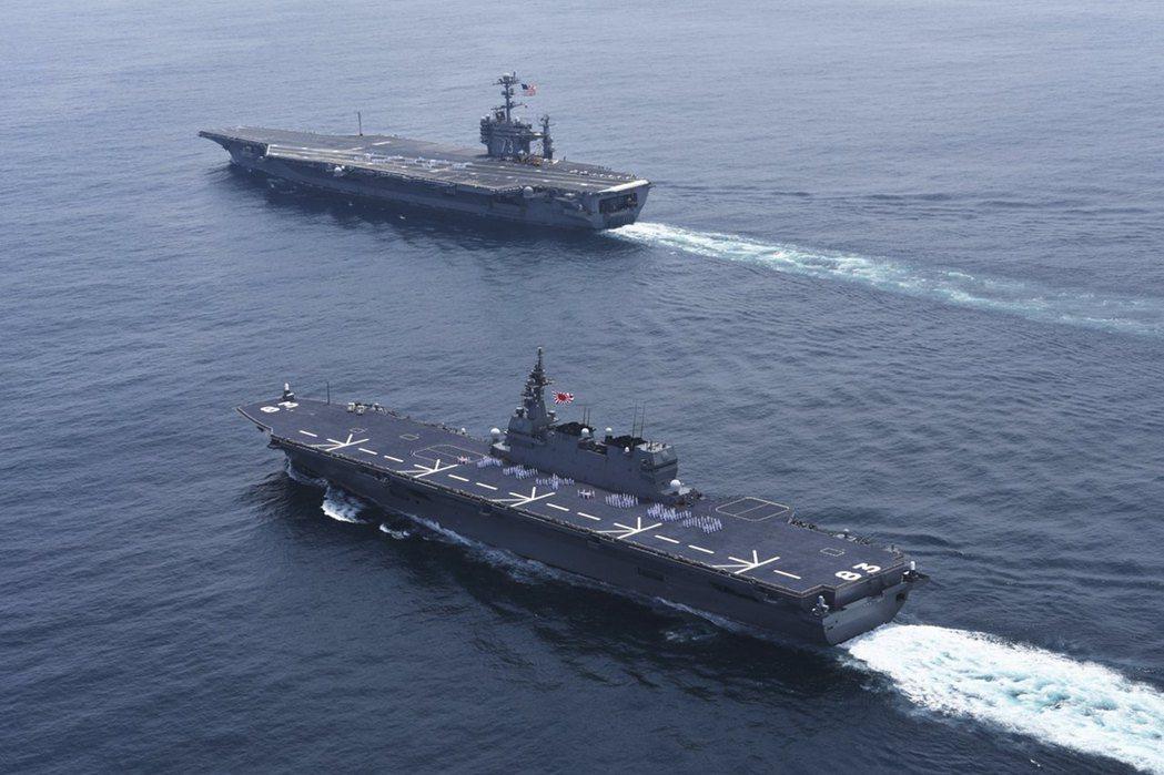 圖為喬治華盛頓號(上)與日本衛艦出雲號。 圖/路透社
