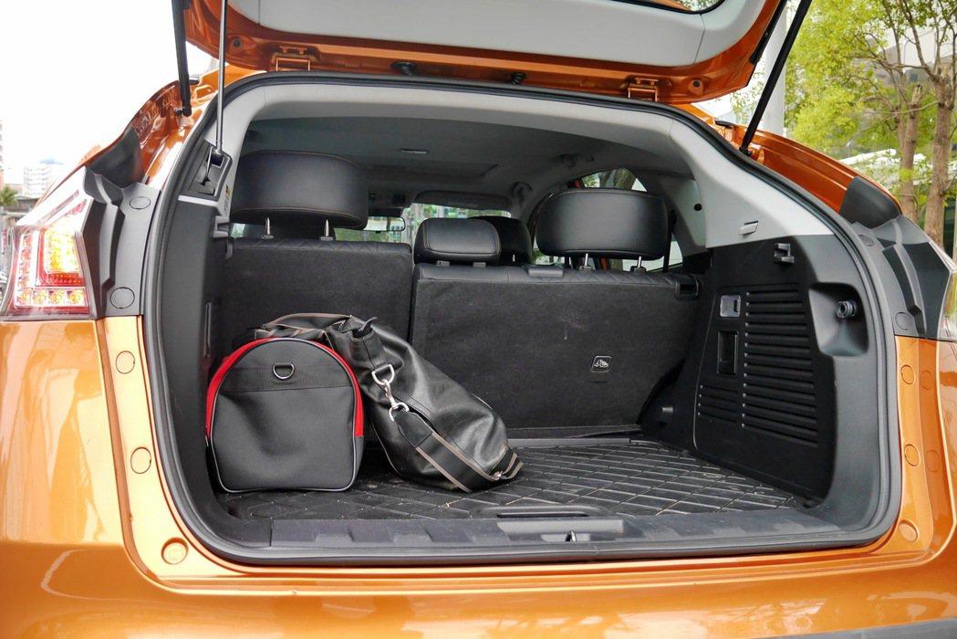 行李廂空間維持SUV該有的大容量。 記者陳威任/攝影
