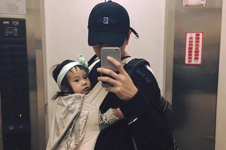 楊銘威幫女兒的打扮遭虧。圖/摘自臉書