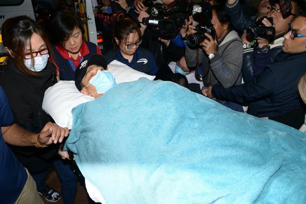 劉德華搭乘醫療專機返回香港。圖/CFP