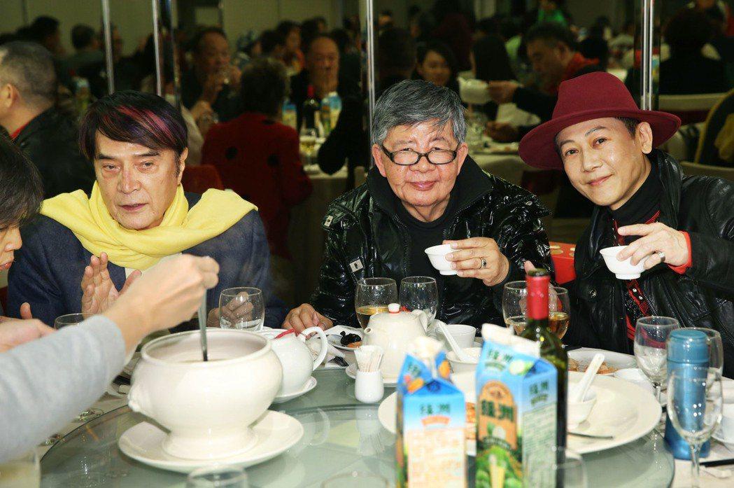關懷演藝人員基金會春節餐會今天在台北舉辦,許多資深藝人們同樂,資深動感歌王林沖(...
