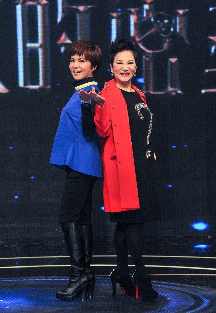 張小燕(右)年後將有新節目,內容跟「女王的密室」一樣結合新科技,左為之前搭檔李艷...