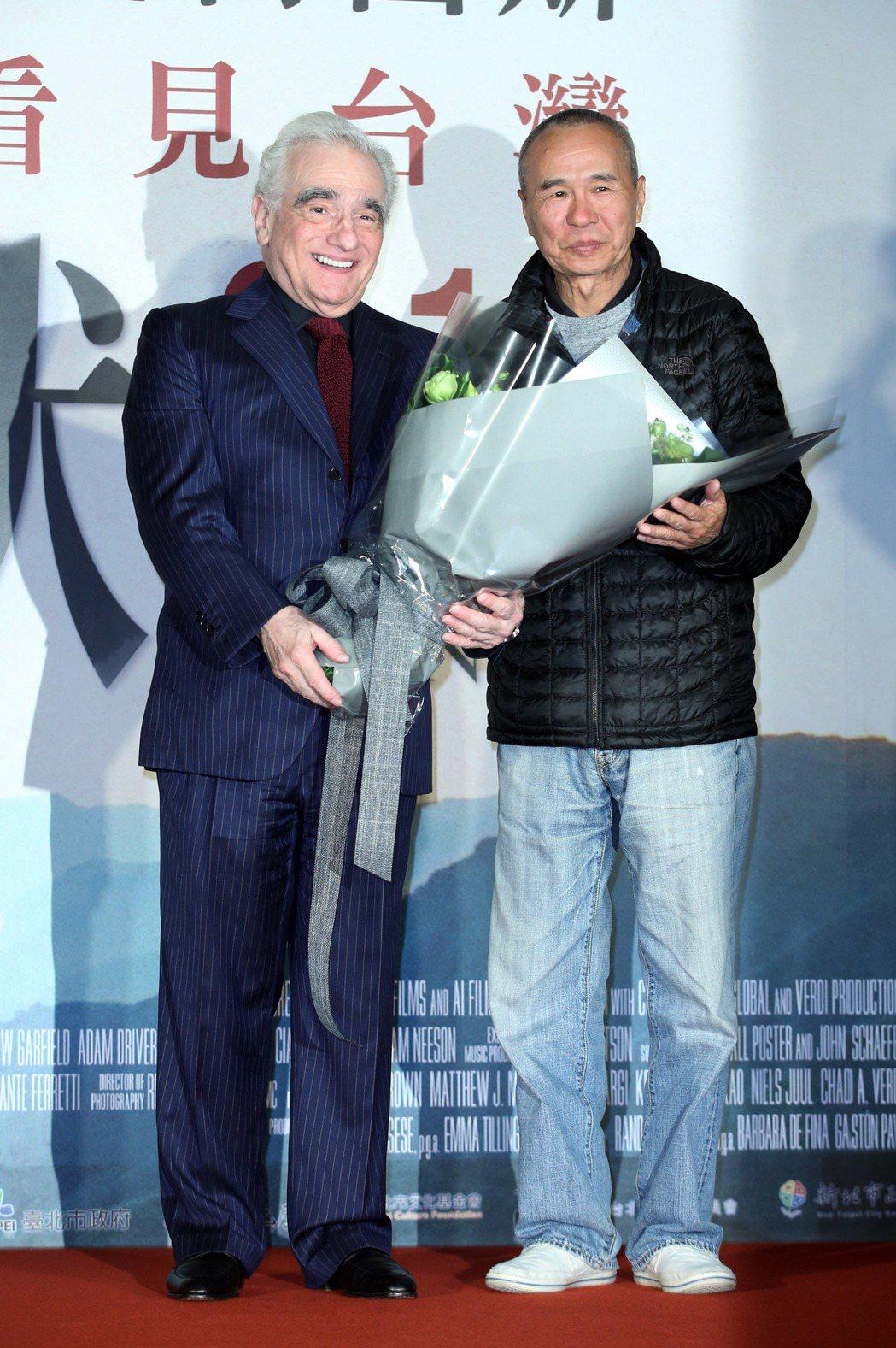 奧斯卡大導馬丁史柯西斯(左)來台出席新片「沈默」首映會,導演侯孝賢到場獻花。記者