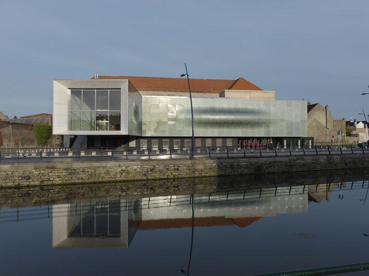 位於法國的加萊蕾絲暨時尚博物館將展出台灣「二王一后」設計師的作品。圖/加萊蕾絲博...