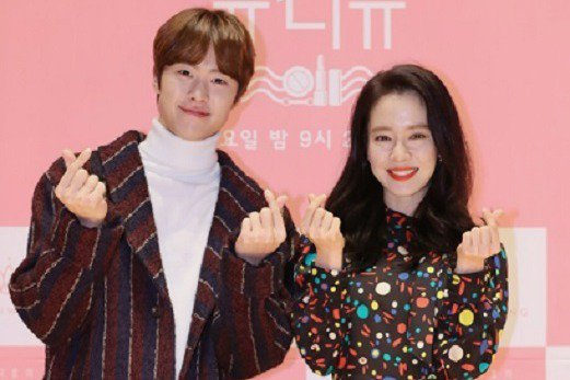 宋智孝(右)被導演稱讚是「全南韓素顏最美的女星」。圖/摘自isplus