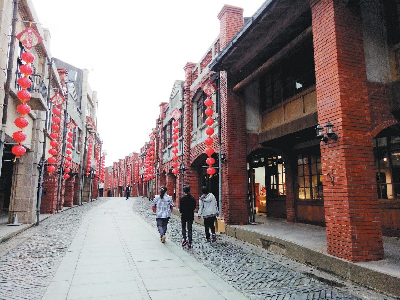 新開幕的宜蘭傳藝園區更改園區內街道名,販賣傳統工藝品的民藝街變成文昌街。 記者張...