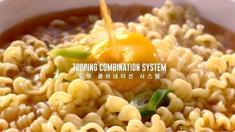 泡麵21號最厲害的是機器內建配料,從洋蔥、紅蘿蔔、辣椒、火腿、年糕片與起司條等,...