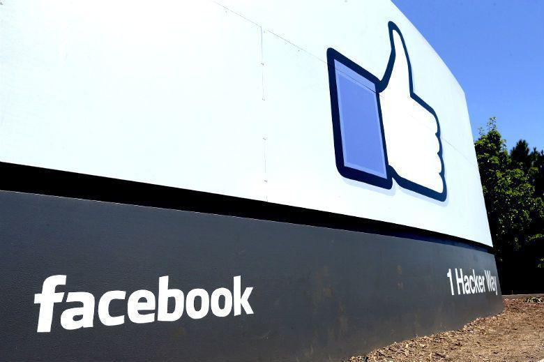 臉書個人頁面上,掛滿各種數字與一言難盡的狀態,像是耶誕樹上叮叮噹噹的紅綠吊飾,彷...