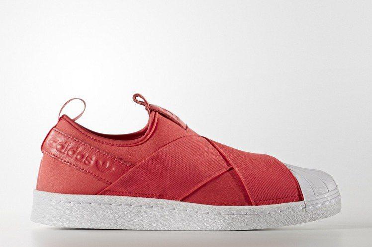adidas Originals的中國年SUPERSTAR女鞋,3,290元。圖...