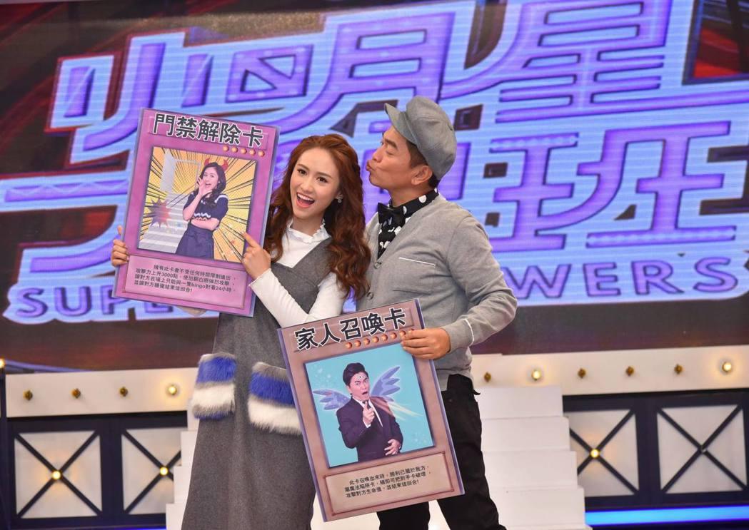 父女搭檔節目,吳宗憲(右)和吳姍儒隨時可見父女情深。圖/中天提供