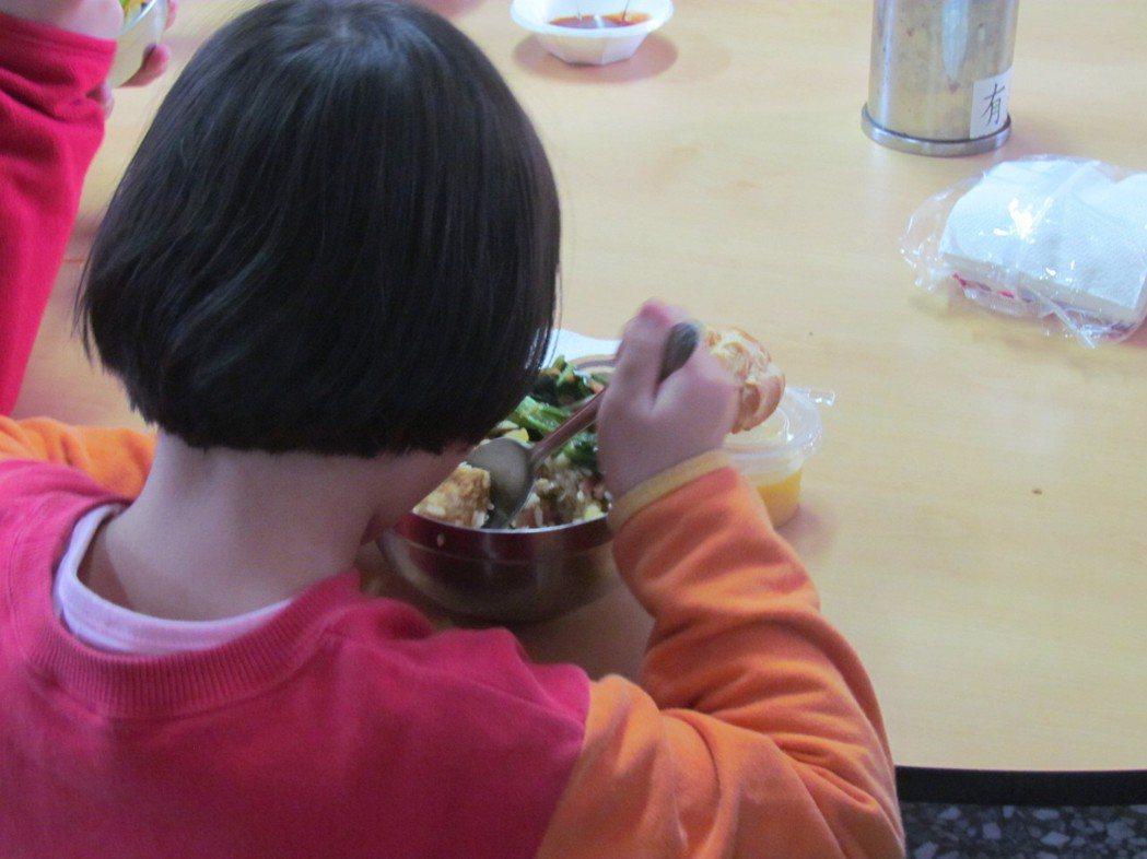 南投仁愛之家的學童,今天都吃了快樂的一餐。記者張家樂/攝影