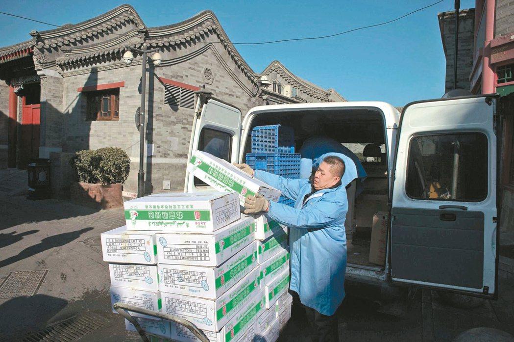 中國大陸國家統計局昨天公布去年全年GDP年增率百分之六點七,創廿六年來新低,但如...