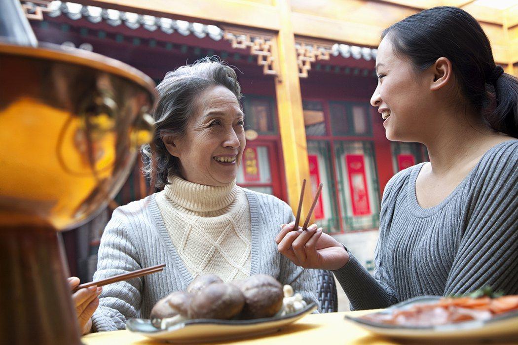 年節不只是面對婆婆、家人,像年節要發紅包卻預算不足,面對年終考核、尾牙應酬增加、...