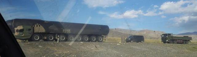 大陸網路日前披露東風-41導彈發射車出現在中國北部某地。(觀察者網)