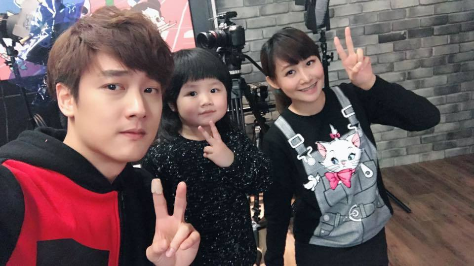 「Nico品筠&Kim京燁【那對夫妻】」與女兒妮妮在臉書擁有許多死忠粉絲。圖/摘...