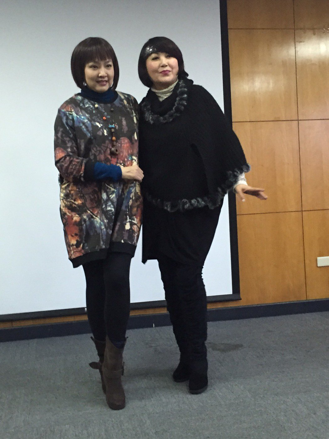 包翠英(右)邀好友楊安立出席明星二手衣義賣。記者陳慧貞/攝影