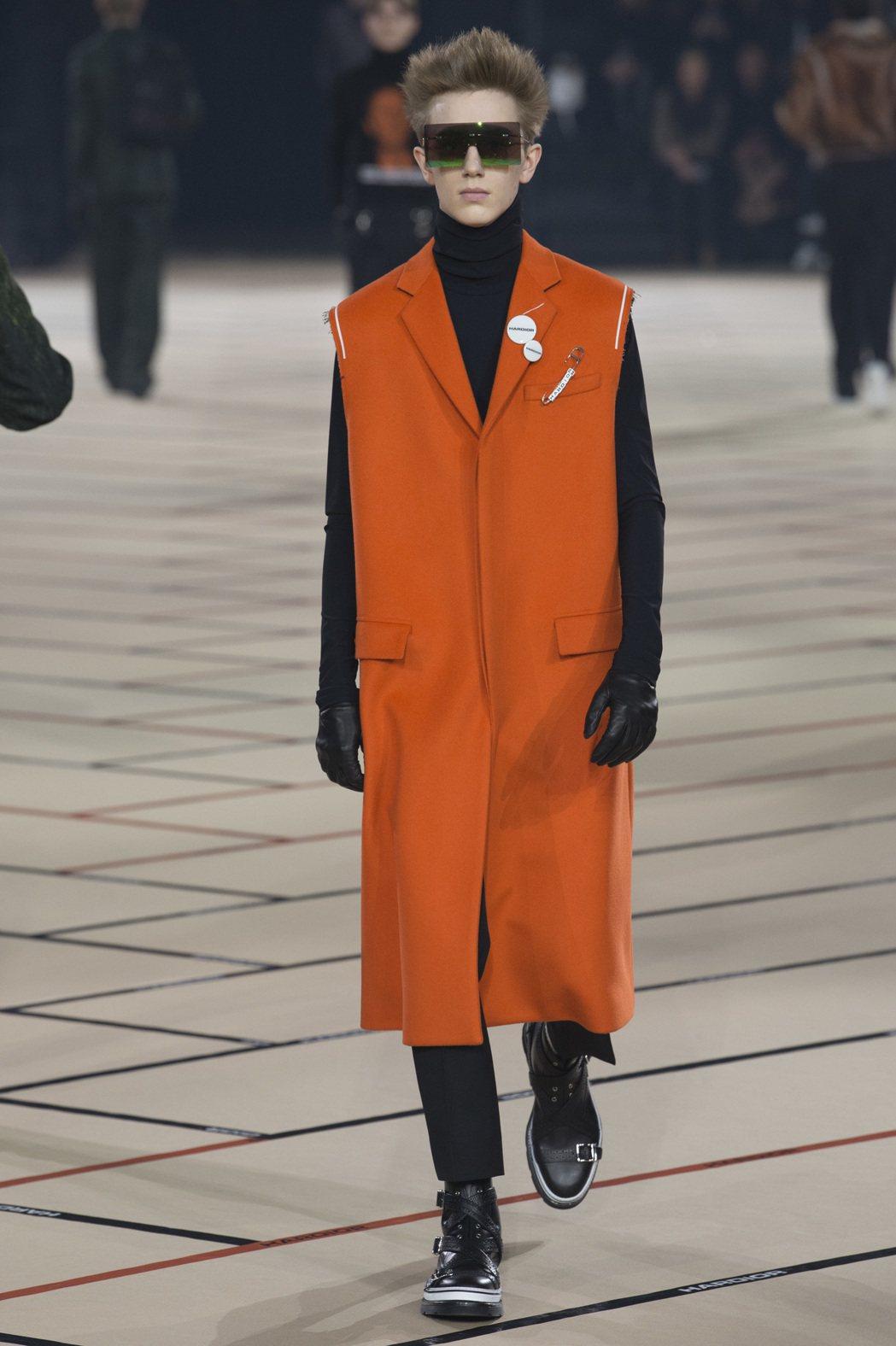 Dior Homme顛覆傳統,把西裝剪裁框架重新解構,加入街頭風格。圖/Dior...