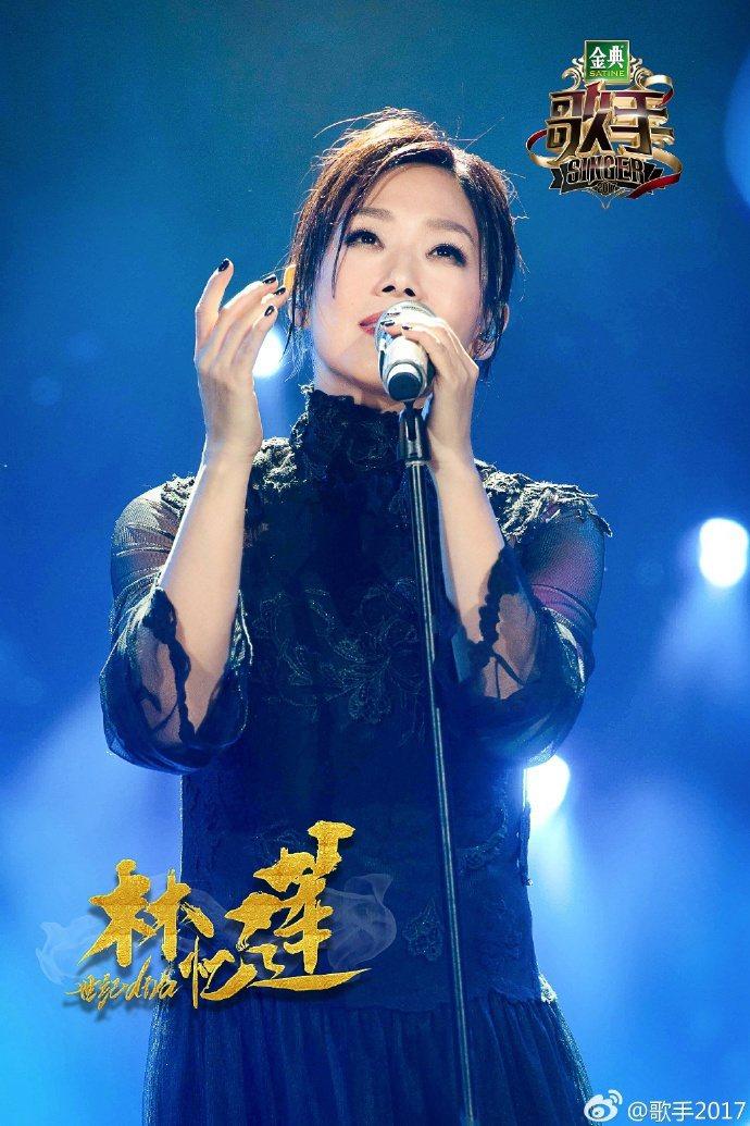 林憶蓮在「歌手2017」第一集重新演繹了1993年發行的暢銷單曲「不必在乎我是誰...