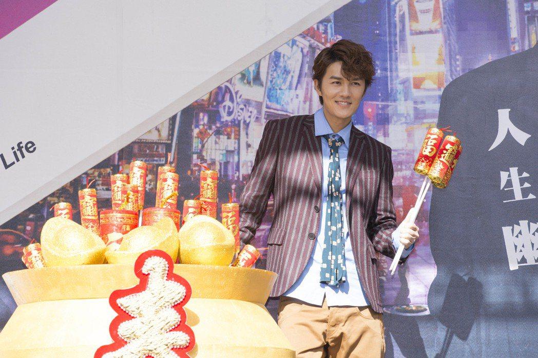 吳克群22日在台北西門町為新專輯「人生超幽默」舉辦簽唱會。圖/華納音樂提供