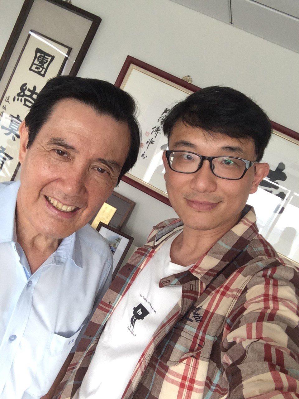 人氣作家馬克訪問前總統馬英九。圖/天下文化提供