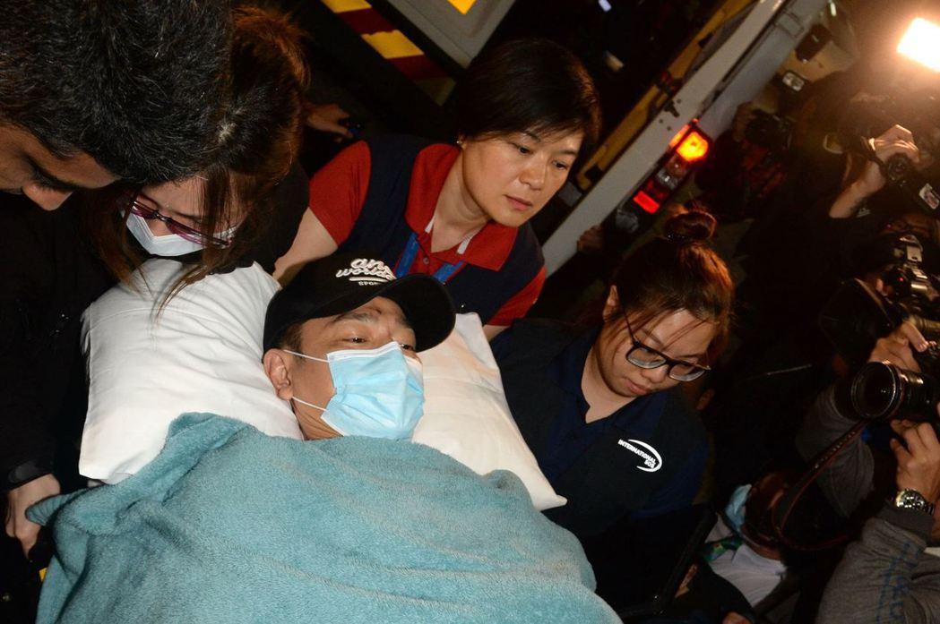 19日凌晨搭乘專機回到香港後,劉德華立刻被送進養和醫院密切治療。圖/CFP