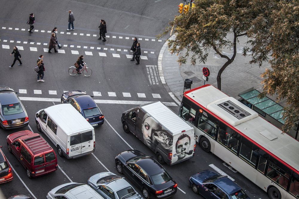 交通廢氣正是造成巴塞隆納空氣汙染的主因,噪音亦危及生活品質。 圖/shutter...