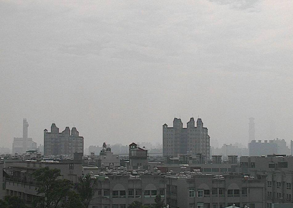 高雄近年來空氣品質惡劣。 照片擷自環保署空氣品質監測網