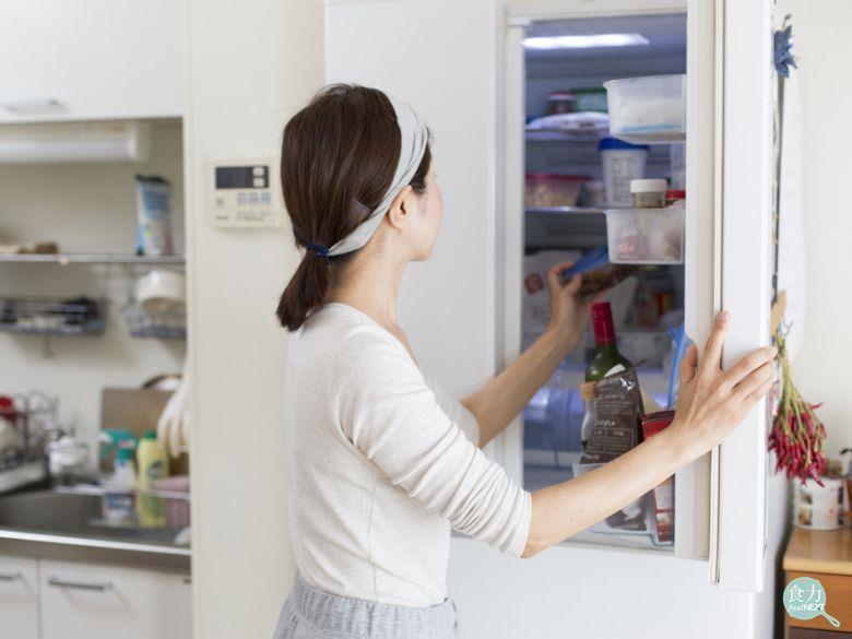 冰箱依層架與送風位置設計,不同食材會有適合擺放的位置。 圖/食力提供。