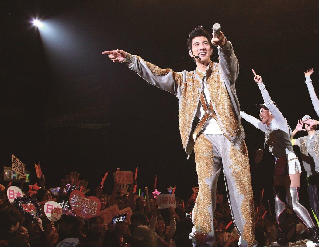 華語流行樂壇巨星王力宏耗資上億,花費五年精心打造的「王力宏火力全開3D演唱會電影...