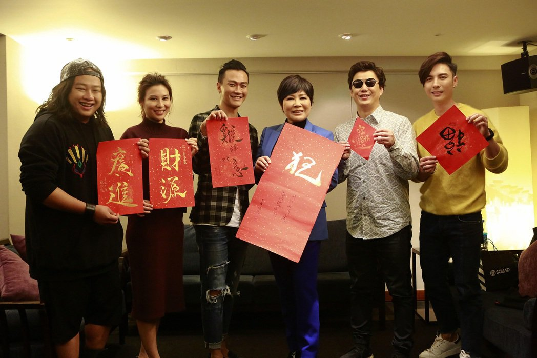 賴銘偉(左起)、林凡、林俊逸、黃小琥、蕭煌奇及陳勢安22日出席公司尾牙宴。圖/星
