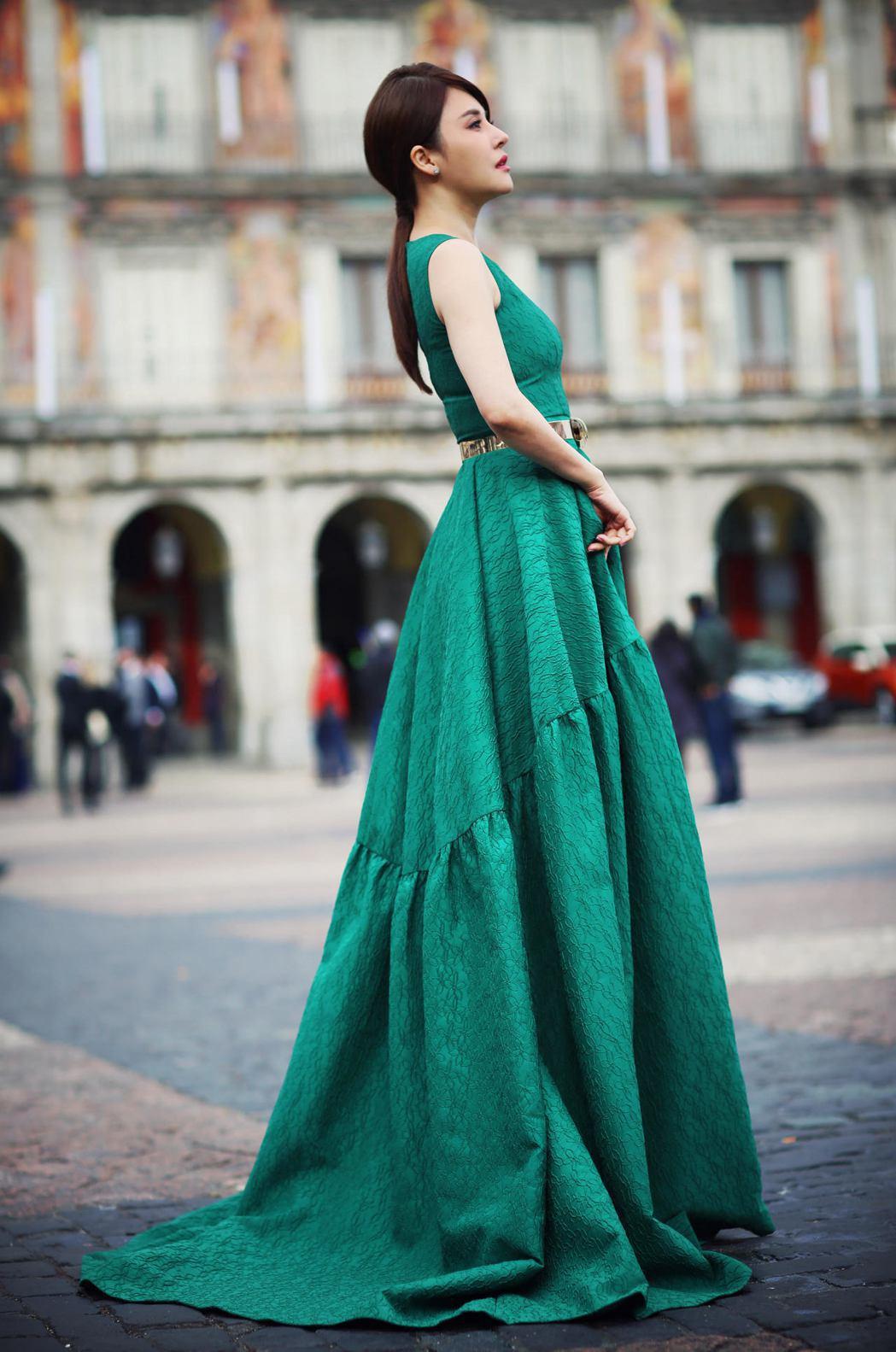 穆熙妍到西班牙拍攝時尚美照。圖/英格列斯百貨公司提供
