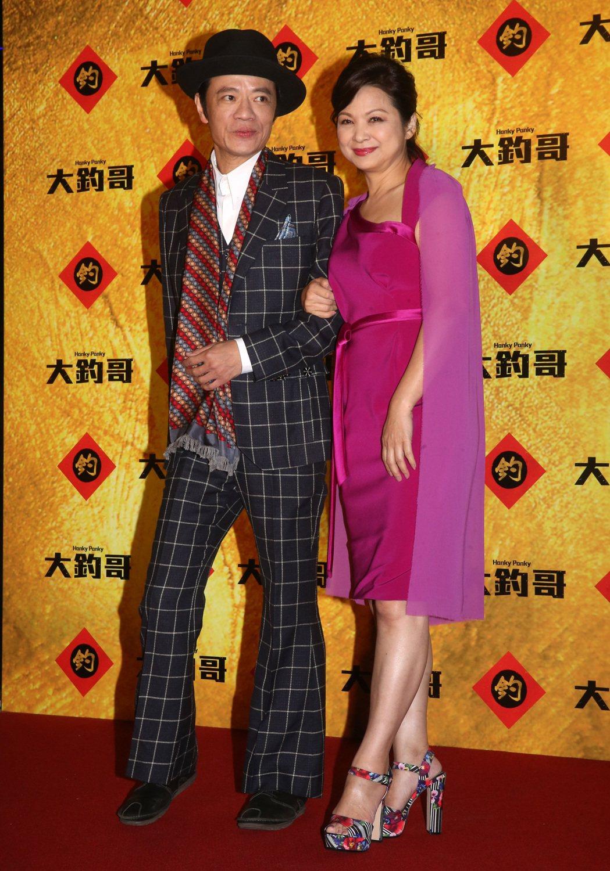 電影「大釣哥」晚上舉行首映,演員楊貴媚(右)、吳朋奉(左)出席。記者胡經周/攝影