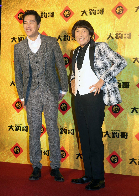 電影「大釣哥」晚上舉行首映,演員藍正龍(左)、豬哥亮(右)出席。記者胡經周/攝影