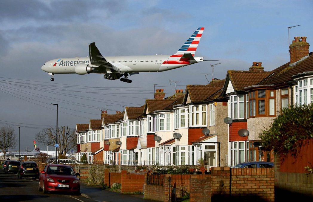調查指出,干擾清靜而使房價下跌最多的是機場,位於機場兩哩內的房價,比同一郵遞區號...