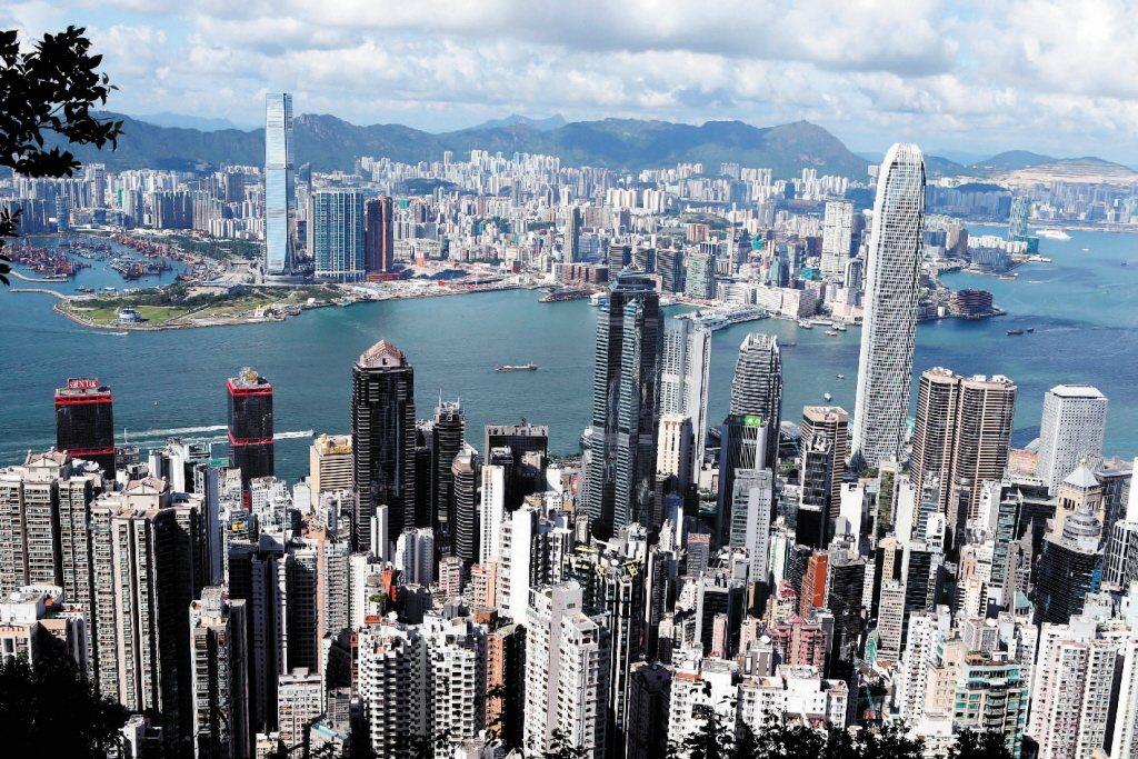 圖為香港密集的大樓。 新華社