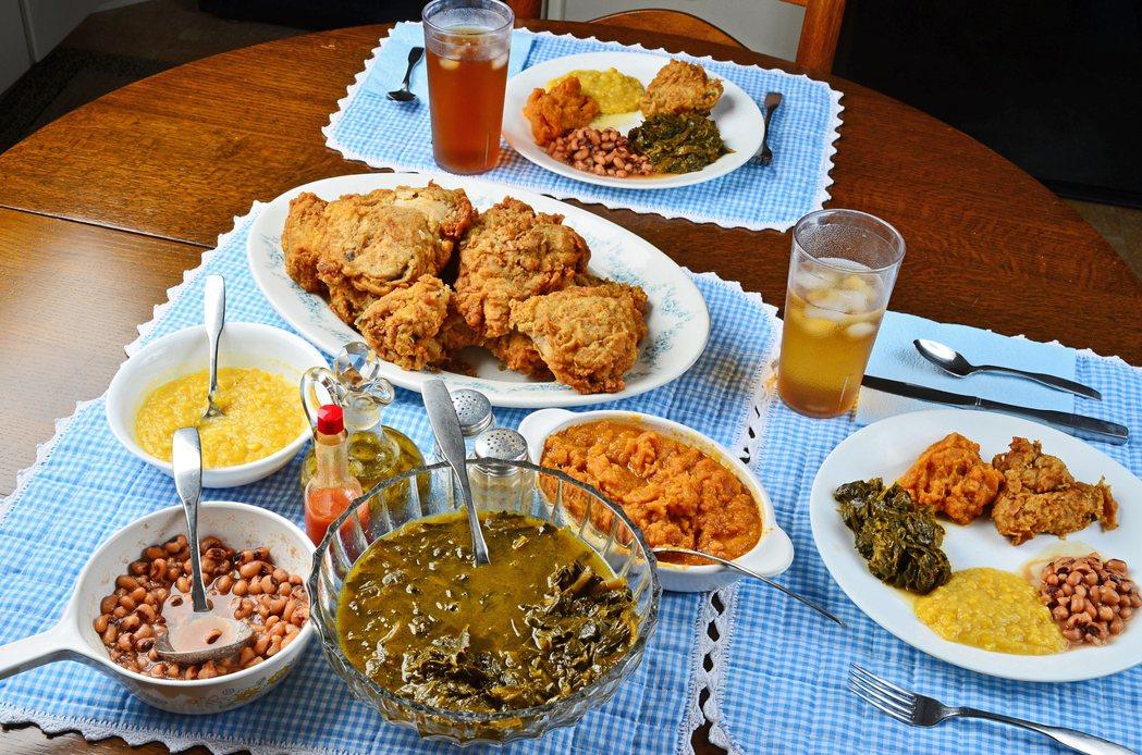典型的靈魂料理,有炸雞、豆子、羽衣甘藍、玉米等等,無固定範式、自由搭配。其他常見...