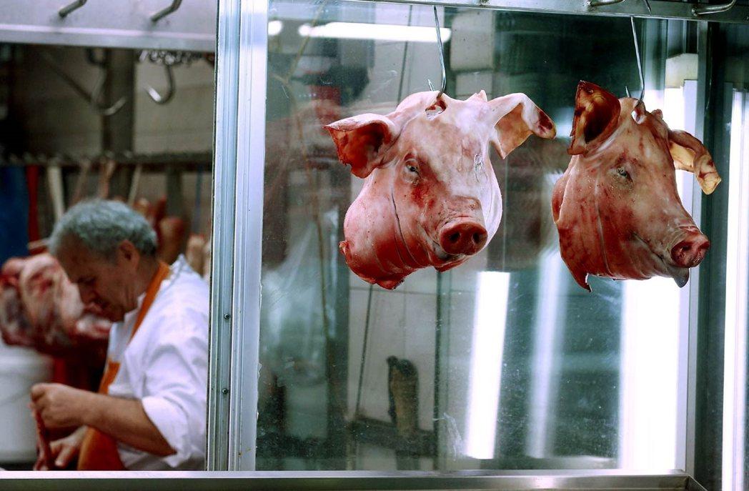 在當前的狀況下如欲透過課稅來補償動物性食品對氣候的損害,牛肉需增稅40%、乳製品...