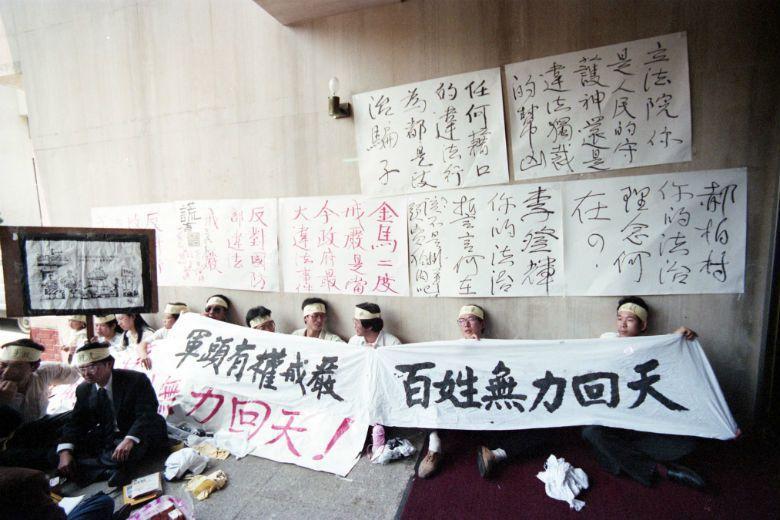1987年7月15日臺灣正式解除長達38年的戒嚴令,位於戰務第一線的金馬地區隨後...