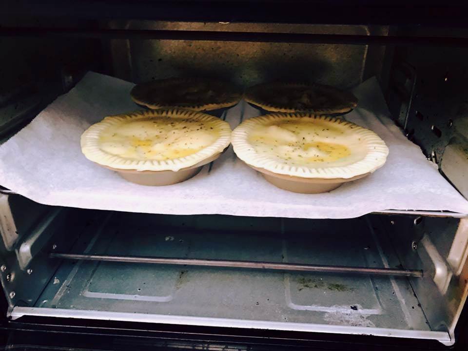放進烤箱:溫度150-160°C;時間20分鐘。 圖/感謝<a href=