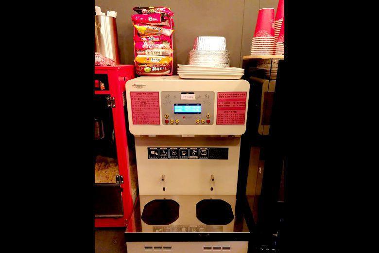 韓國便利商店配置的煮麵機。 圖/作者提供