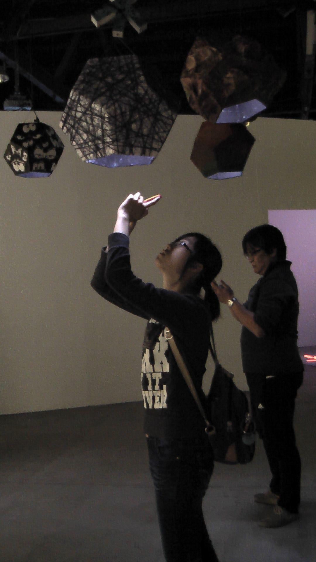 漢字「寶可夢」版「手抓宀子抓字去」超好玩,民眾可以透過智慧型手機或平板,在展場空...