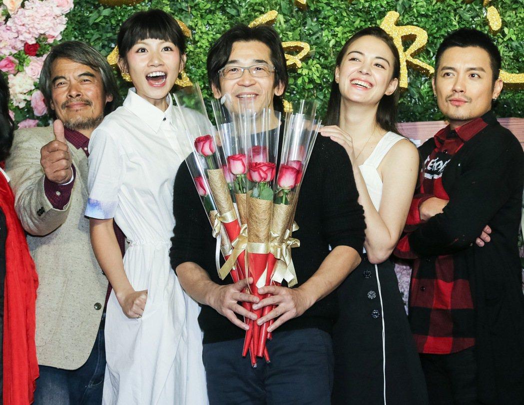 魏德聖(中)執導的新電影「52 Hz I love you」在台北信義威秀影城舉...
