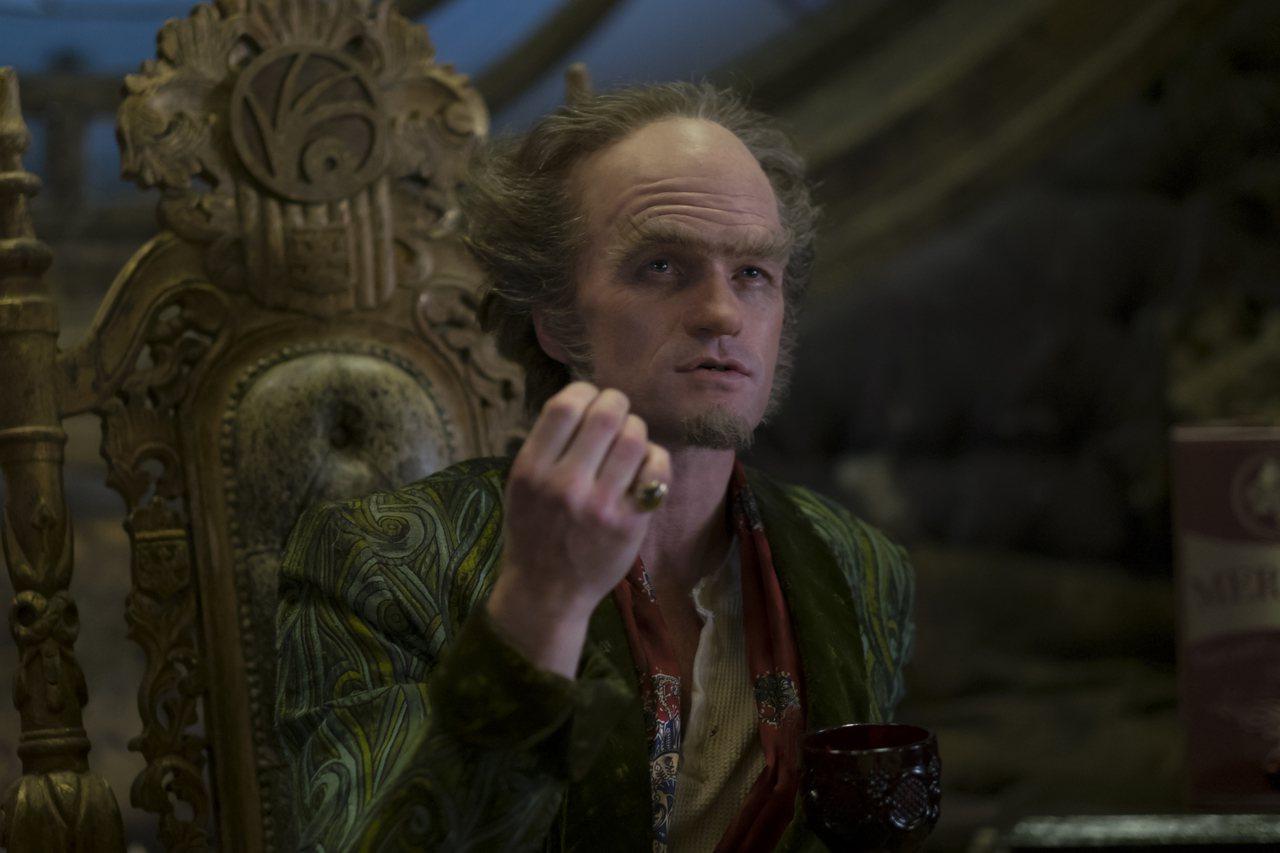 尼爾派屈克哈里斯扮演歐拉夫伯爵。圖/Netflix提供